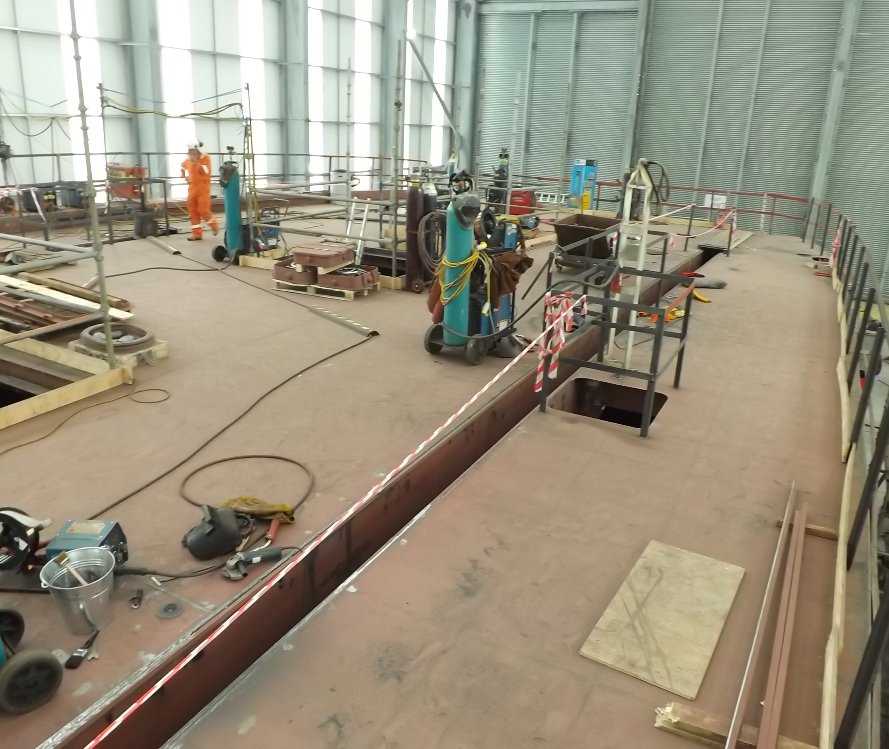 Cowes Chain Ferry - Hull welding nears completion